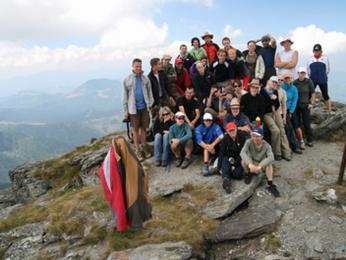 Společná fotka celé Mundo výpravy zvrcholku Pietrosul