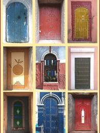 Sbírka marockých barevných dveří