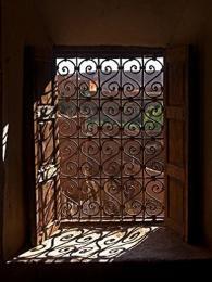 Ait Benhaddou - některá okna jsou uměleckou prací