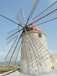 Saliny Nubia - větrný mlýn