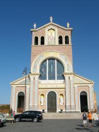 Novodobá bazilika z 20.století vTyndaris