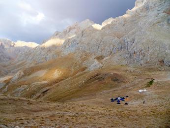 Náš soukromý kemp v monumentálním pohoří Ala Dag