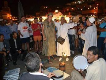 Představení na náměstí Djemaa el Fna