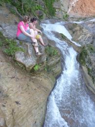 Posezení u vodopádu Salto de Caburni