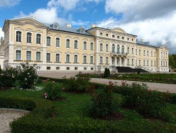 Lotyšský zámek Rundāle