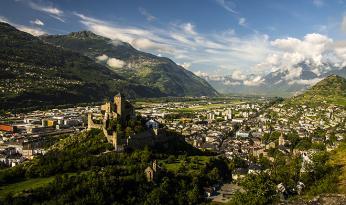 Hrad astředověké město Sion vpozadí