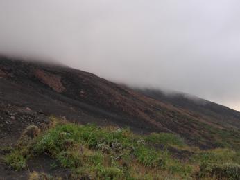 Během výstupu na Stromboli nám počasí moc nepřálo