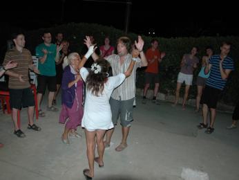 Večerní tanec vitalském rytmu... samá ruka samá noha :)