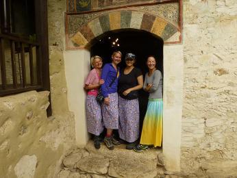 Uvnitř Roženského monastýru