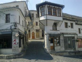 Gjirokastër – město odvozené od skanedrbergova původního jména (Gjorg Kastriotti)