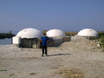 Pláž Palermo – zbytky tří bunkrů, opár metrů jsou další adalší