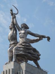 Jeden z mnoha monstrózních komunistických pomníků