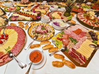 Koldt bord nabízí velký výběr hlavně studených jídel