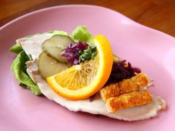 Chléb ribbensteg je kombinací vepřové pečeně, červeného zelí apomeranče
