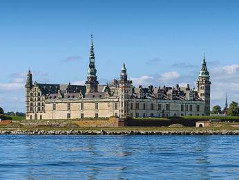 Hrad Kronborg střežící Øresundskou úžinu