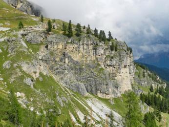Cestou k nástupu na via ferratu Giovanni Lipella