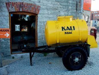 Cisterna skali, což je lehce alkoholický žitný kvas