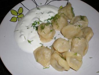 Pelmeenid, malé taštičky plněné masem, jsou obdobou italských ravioli