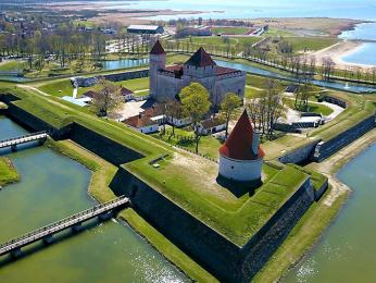 Hrad Kuresaarre na největším estonském ostrově Saaremaa
