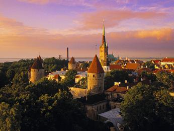 V hradním komplexu Toompea dnes sídlí estonský parlament a vláda