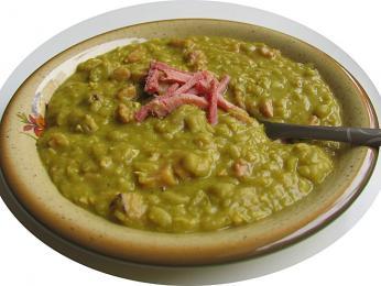 Hernekeitto – sytá hrachová polévka se běžně konzumuje ve čtvrtek