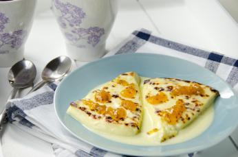 Leipäjuusto - laponský čerstvý sýr, který se podává např. smoruškami