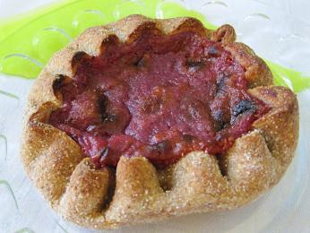 Rönttönen – otevřený koláč snáplní zbramborové kaše a brusinek