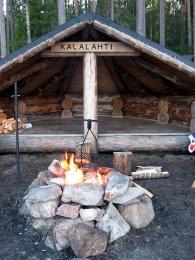 Bez opékání makkary snad nelze uskutečnit žádný výlet do Finska