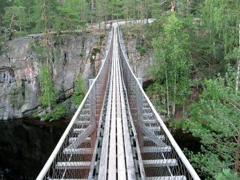 Most přes řeku vnárodním parku Oulanka