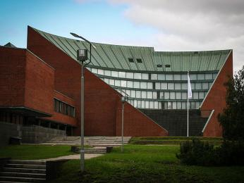 Budova Helsinské technické univerzity od finského architekta Alvara Aalta