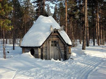 Romantická chatka je volně kdispozici kpoužití všem návštěvníkům