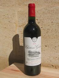 Výborná červená vína jsou produkována např.voblasti Bordeaux