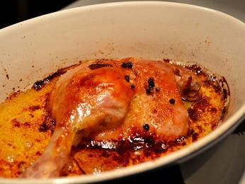 Confit de canard - nasolená kachní stehna ponořená ve vlastním sádle