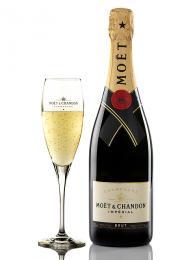 Šampaňské víno pochází zregionu Champagne