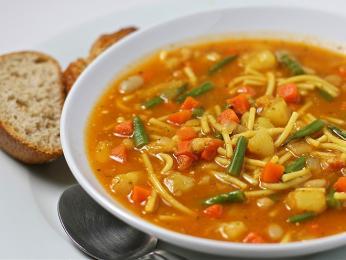 Soupe de pistou - provensálská polévka podávaná spistou