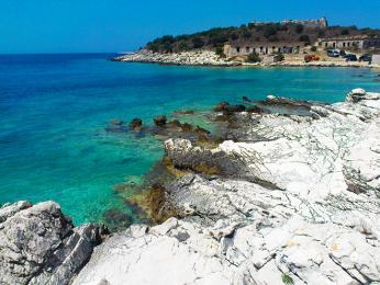 Albánské pobřeží uJaderského moře