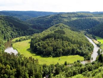 Oblast Ardeny, to jsou zalesněné vrchy ahluboká údolí
