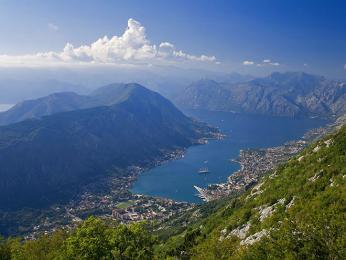 Pohled shora na záliv Boka Kotorská