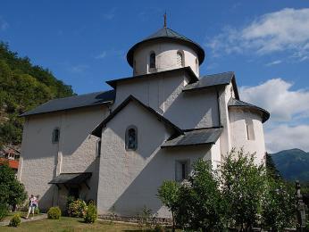 Pravoslavný klášter v údolí řeky Morači