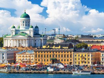Pohled na barevné nábřeží Helsinek