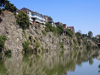 Řeka Mktvari, která protéká hlavním městem Tbilisi