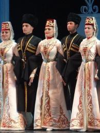 Ukázka tradičního oblečení Osetínců