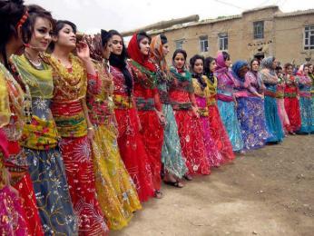 Tradiční sváteční oděv kurdských žen
