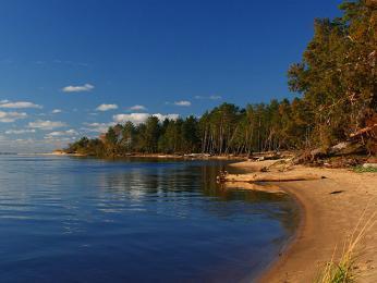 Jezero vnárodním parku Gauja