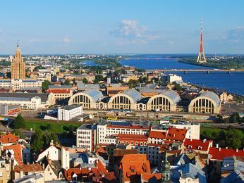 Řeka Daugava protékající hlavním městem