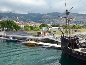 Z Funchalu, hlavního města Madeiry, stále dýchá mořeplavecká minulost