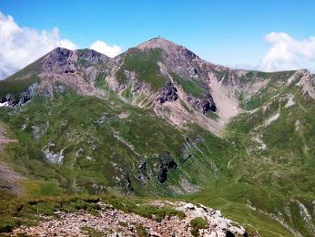 Pohled na Titov Vrh, nejvyšší vrchol pohoří Šar Planina