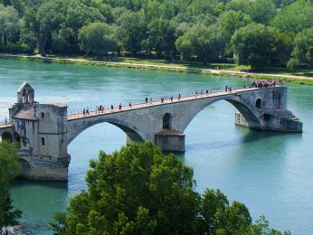 Známý avignonský most Saint Bénezet