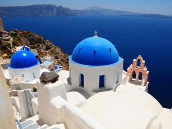 Známý ostrov Santorini vsouostrovími Kyklady