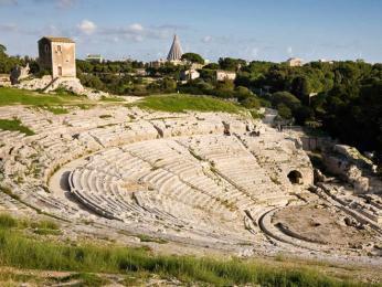 Řecké divadlo v Syrakusách mělo kapacitu až 15 000 diváků